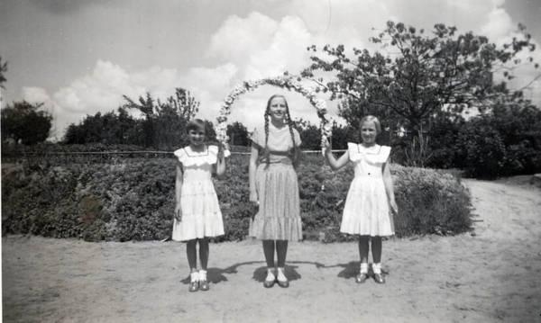 karin-anni-mom-1957